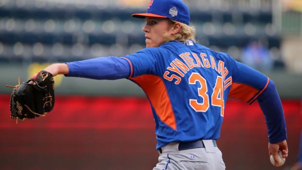 Noah_Syndergaard_throws_live_BPon_-WSMediaDay_(22874487656)