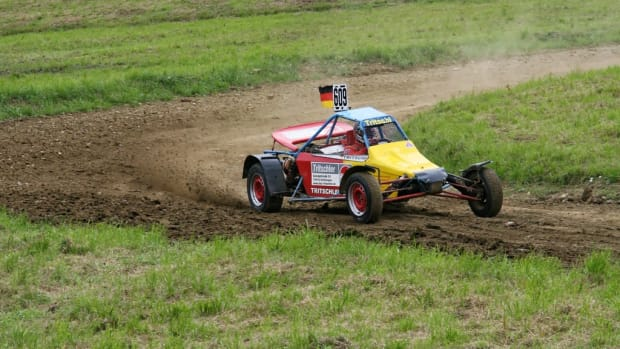 field-vehicle-mud-soil-auto-speed-1071545-pxhere.com