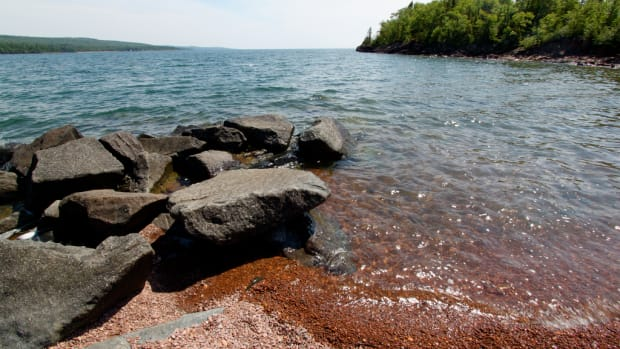 flickr-pebble-beach-grand-marais-lake-superior