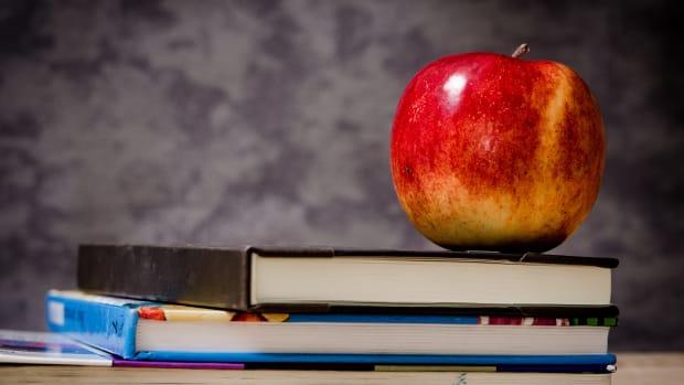 apple-books-teach-classroom-school-pixabay