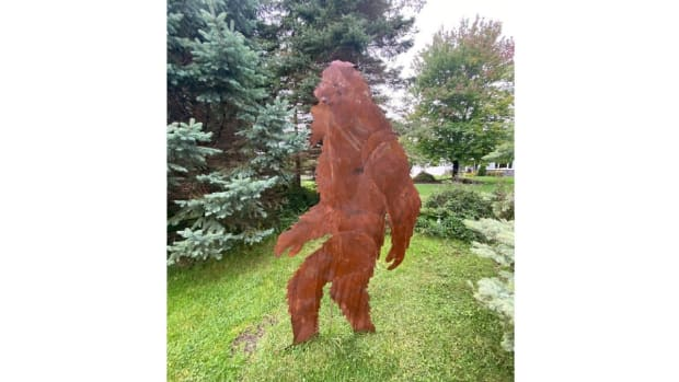 bigfoot statue - edit