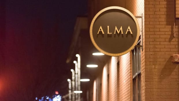 alma cafe sign