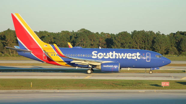 1024px-Southwest_Airlines_Boeing_737-700_(2014_livery)