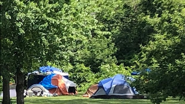 800px-Minnehaha_Regional_Park_-_encampments_July_2020