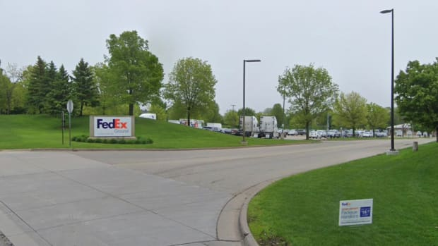 FedEx Mahtomedi