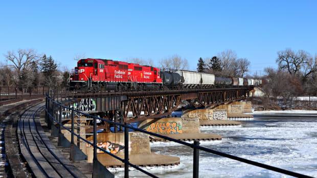 train, Canadian Pacific, Camden Bridge