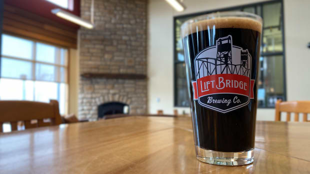 lift bridge wisconsin taproom pint