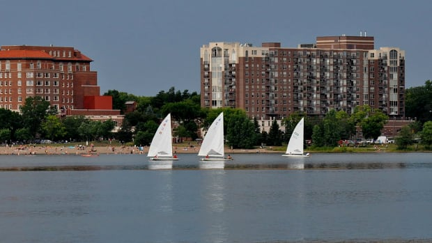 1024px-Northwest_View_-_Lake_Calhoun,_Minneapolis,_MN