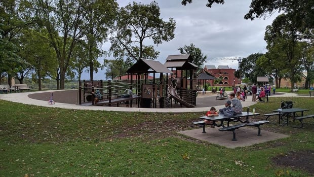 Minnehaha park minneapolis playground