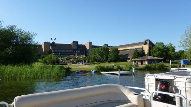 1024px-Resort_on_Lake_Carlos_Alexandria_Minnesota
