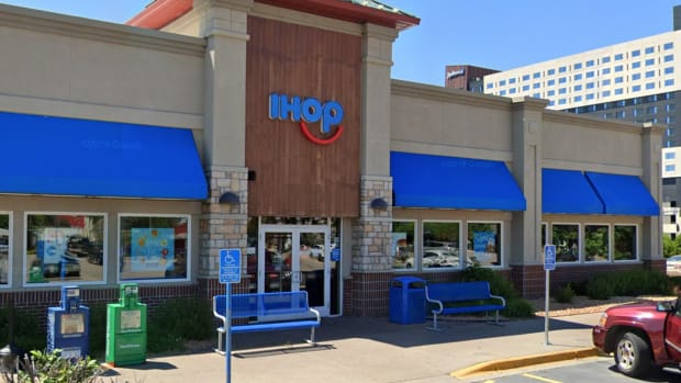 IHOP MOA location