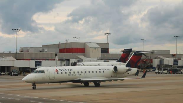 Delta CRJ 200