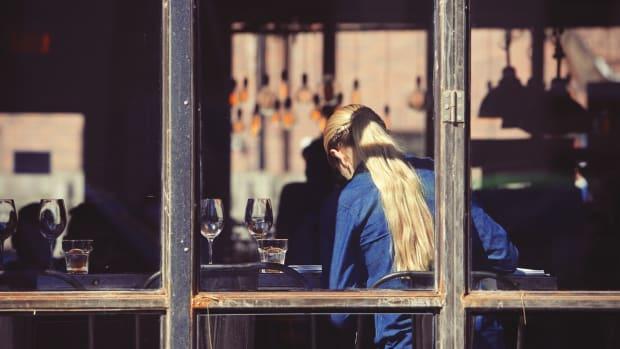 Pixabay - server, waiter, restaurant