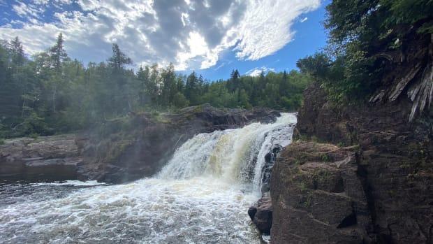 upper falls at devils kettle