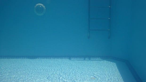 Pixabay - pool ladder water