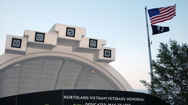 Wikimedia Commons - Duluth Northland Vietnam Veterans Memorial