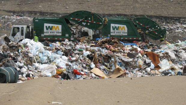 Flickr - Savage landfill garbage dump