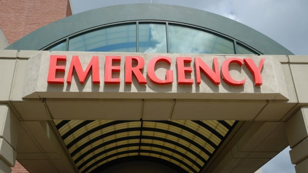 Pixabay - hospital emergency room sign
