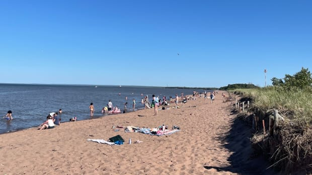 Park Point beach, Duluth