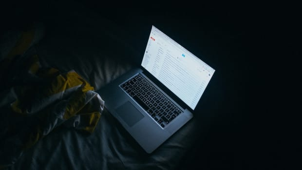 Pixabay - laptop computer dark screen