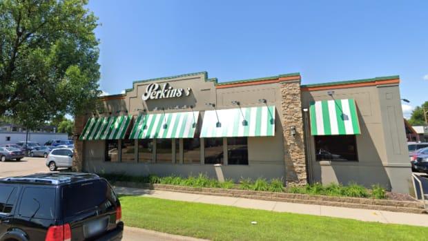 117 12th St W, Hastings, Minnesota - August 2018 - Perkins restaurant - crop