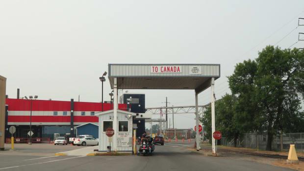 international falls border canada