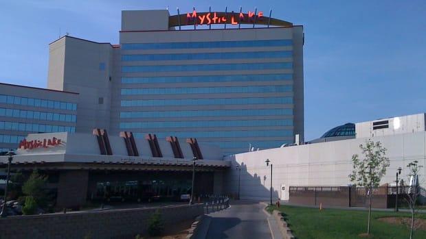 1024px-Mystic_Lake_Casino_-_panoramio