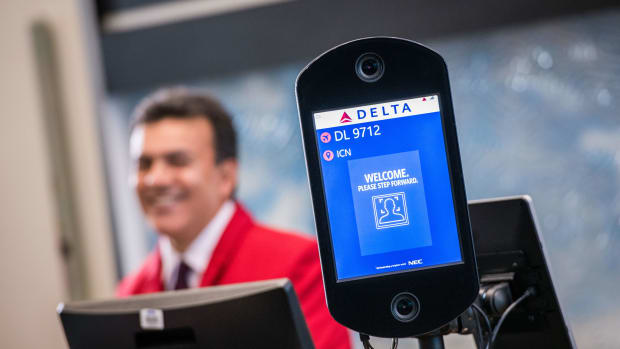 Delta gate employee - Flickr - Delta News Hub