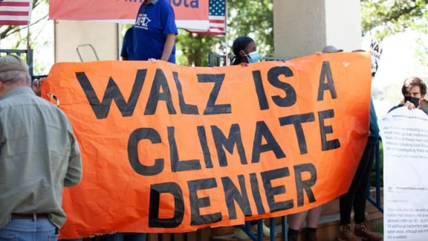 Line 3 protest at Walz event