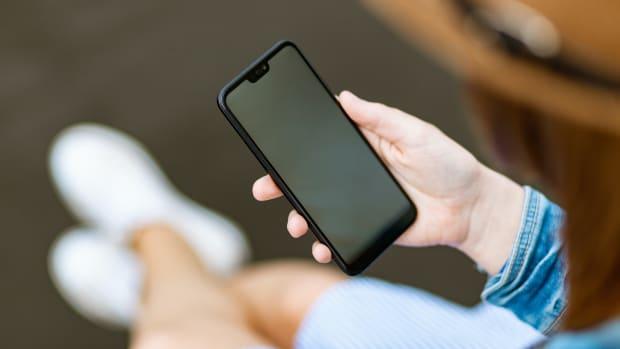 Pexels smartphone use app