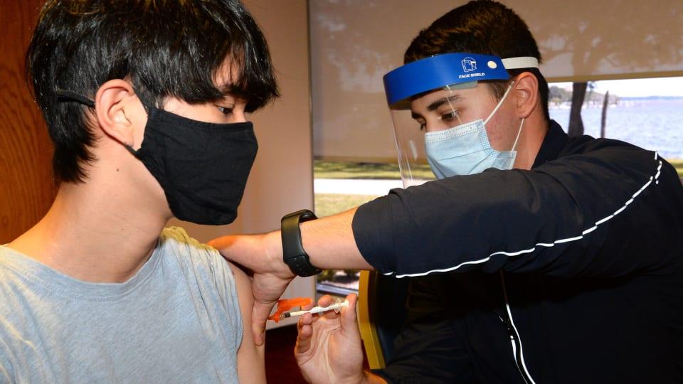 Flickr - 14 year old vaccine shot - Navy Medicine