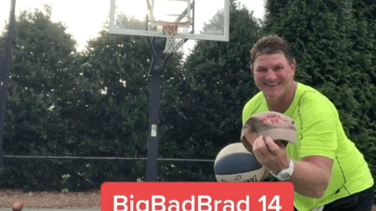 Ex-Vikings QB Brad Johnson has way too much time on his hands