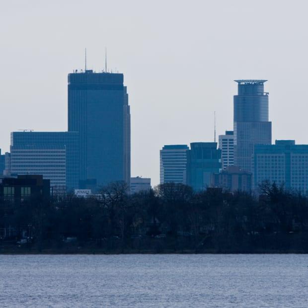 Bde Maka Ska, Minneapolis skyline