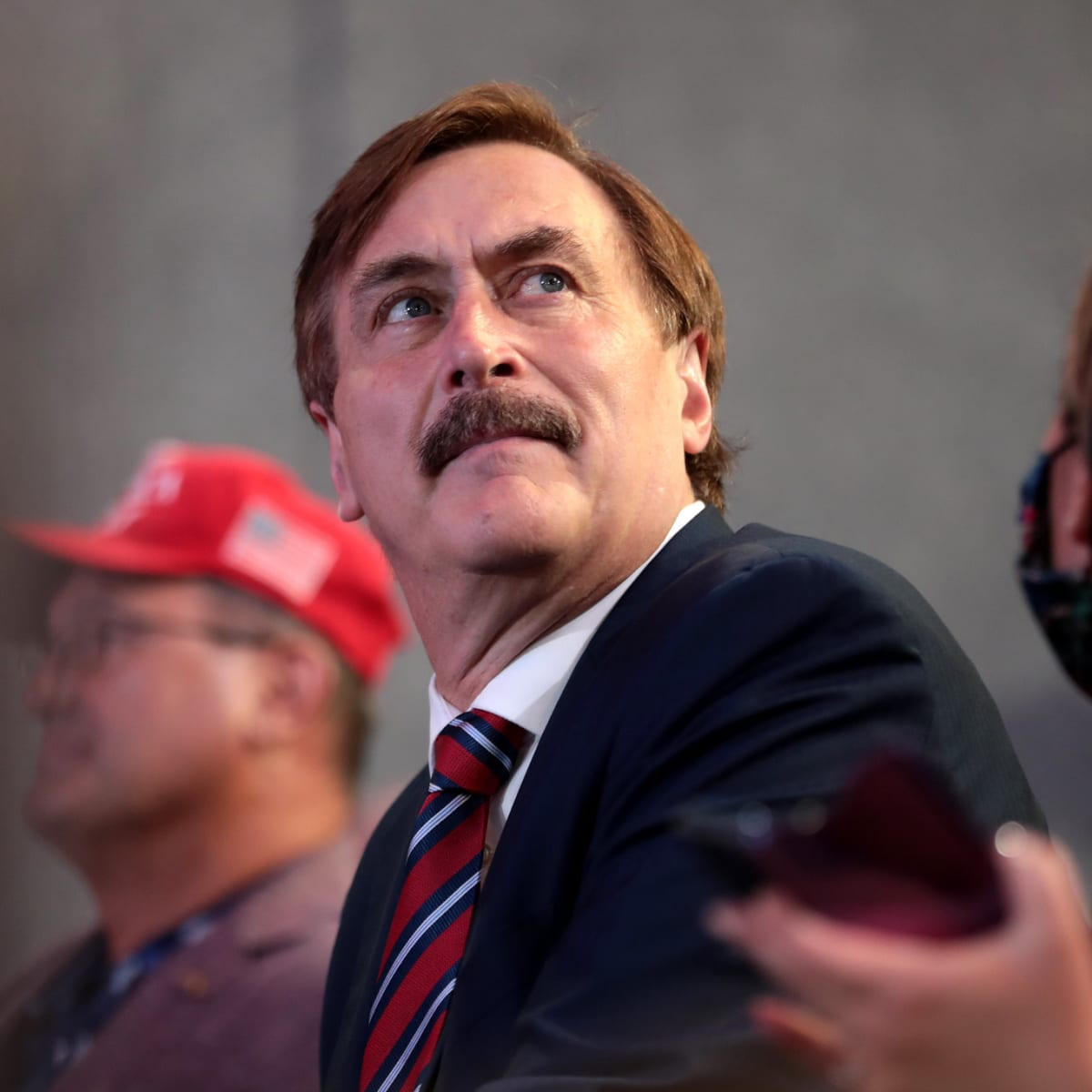 Mypillow Guy S White House Notes Caught On Camera Reveal Plan To Keep Trump In Office Bring Me The News