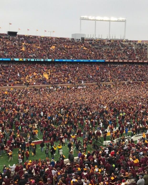 Gophers, TCF Bank Stadium, rush the field