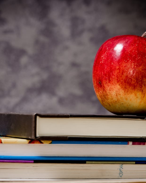 apple-books-teach-classroom-school-pixabay