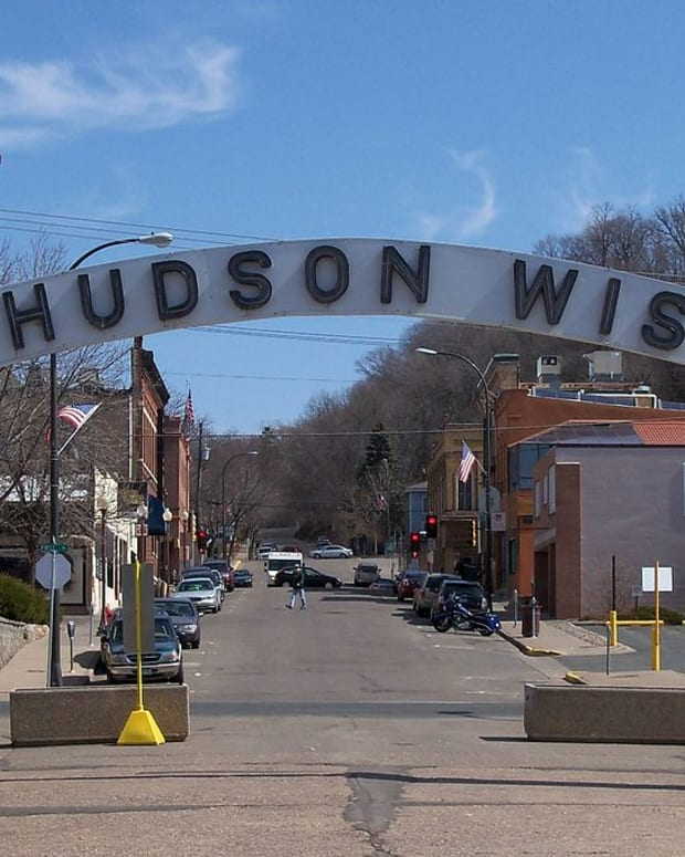 1024px-Hudson,_Wisconsin_9