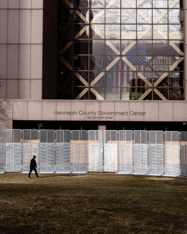 hennepin county government center fencing minneapolis chauvin