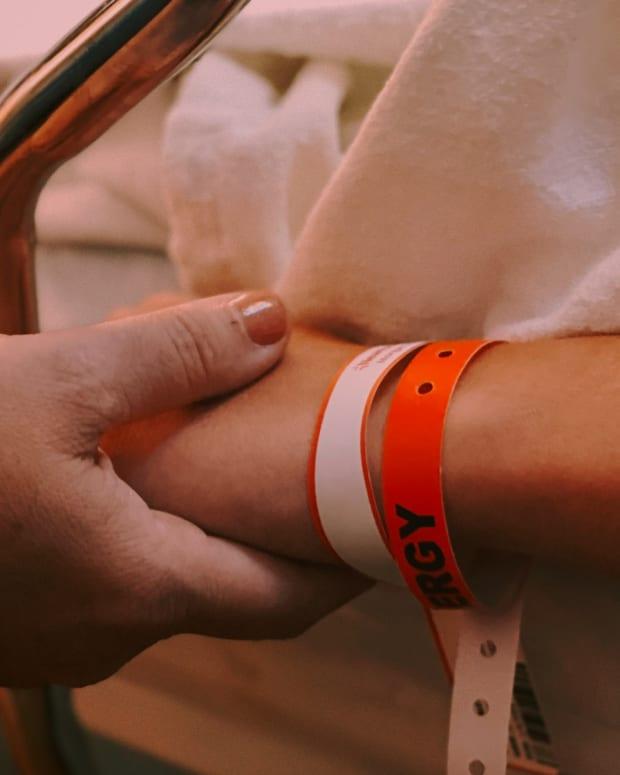 unsplash - visitor patient doctor hospital emergency - crop