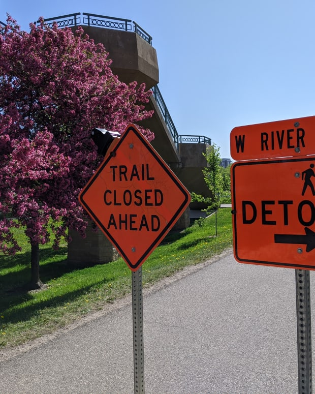 BMTN image - Trail closed signs on West River Parkway near Hennepin Avenue Bridge -
