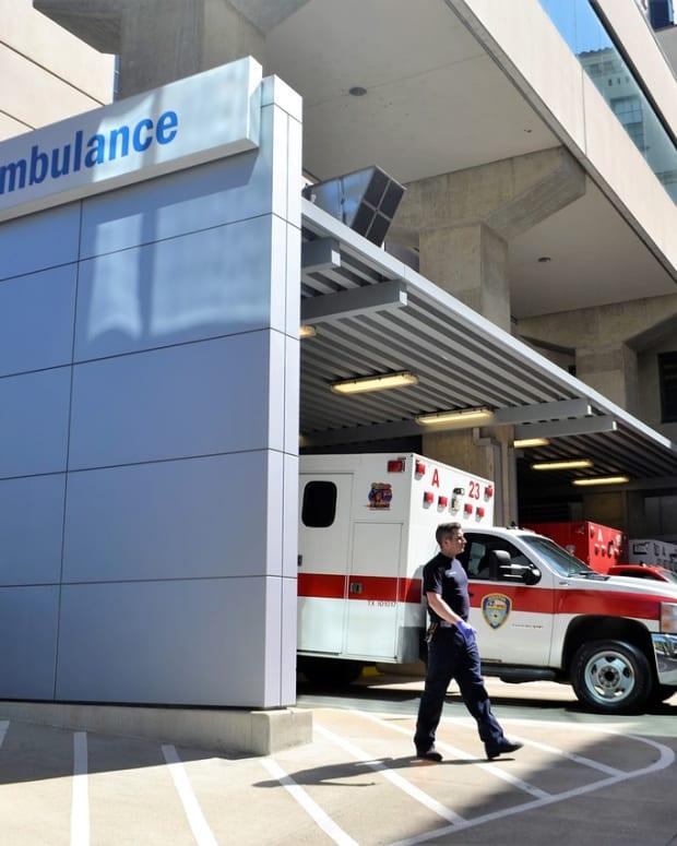 Pixabay - emergency room ambulance hospital