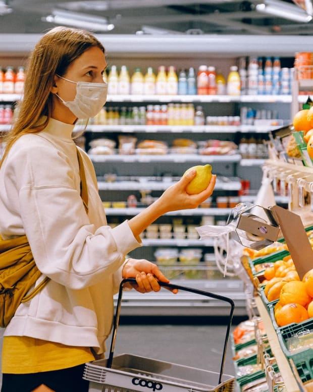 Pexels - woman grocery shopping mask covi