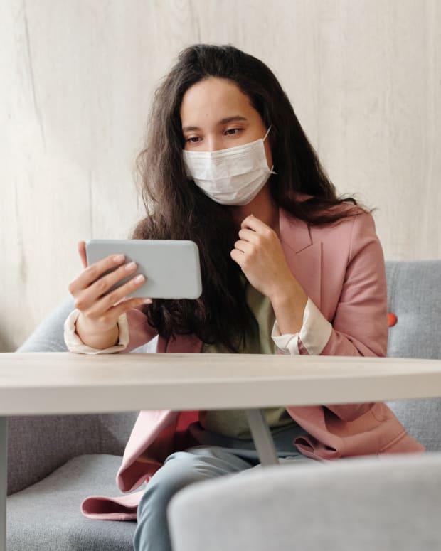 Pexels - woman shop mask covid CROP