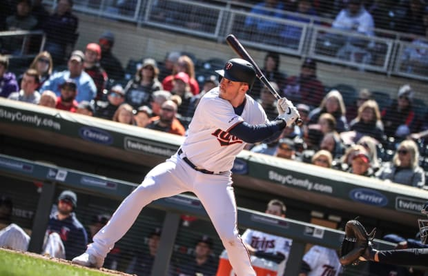 Twins crush 4 homers in 11-run outburst against Mariners