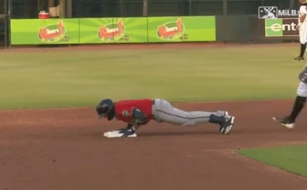 Twins top prospect Royce Lewis does pushups on the field, pitcher throws behind him next at-bat