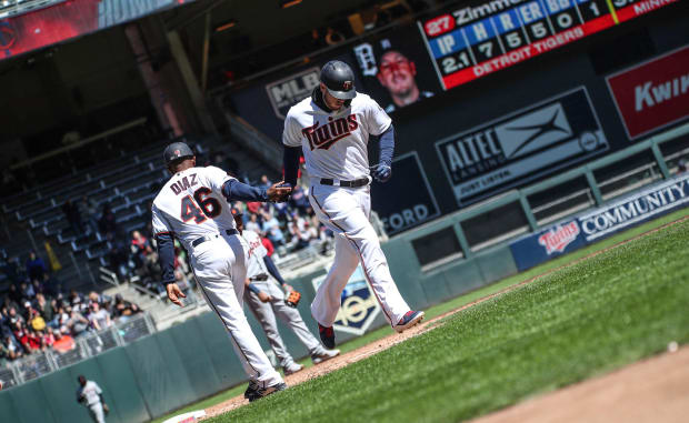 Twins put up 10 runs in win over Mariners; bullpen shaky again
