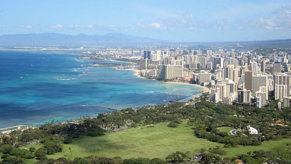 1024px-Blick_auf_Honolulu