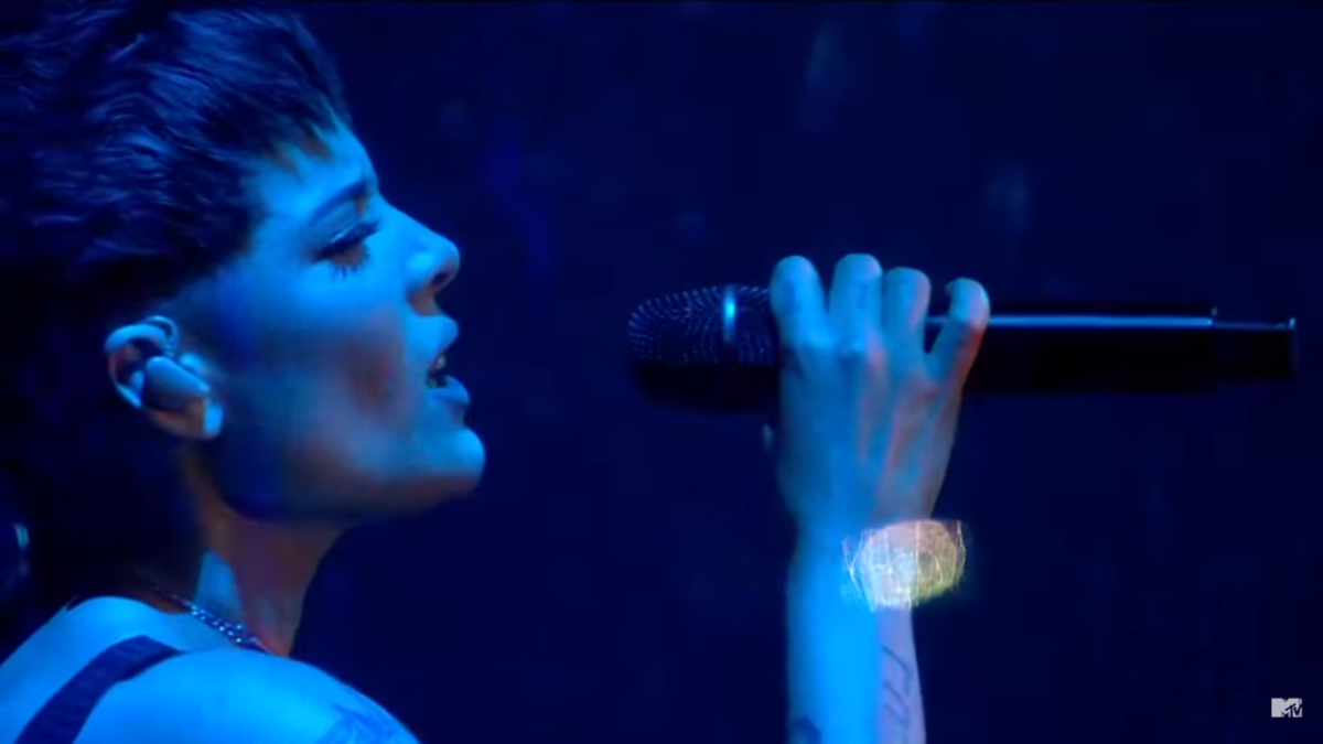 1024px-Halsey_-_Without_Me_Live_MTV_EMAs_2018_2