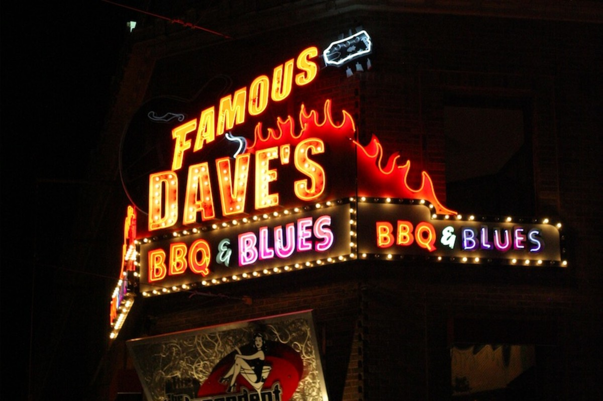 Famous Dave's Uptown