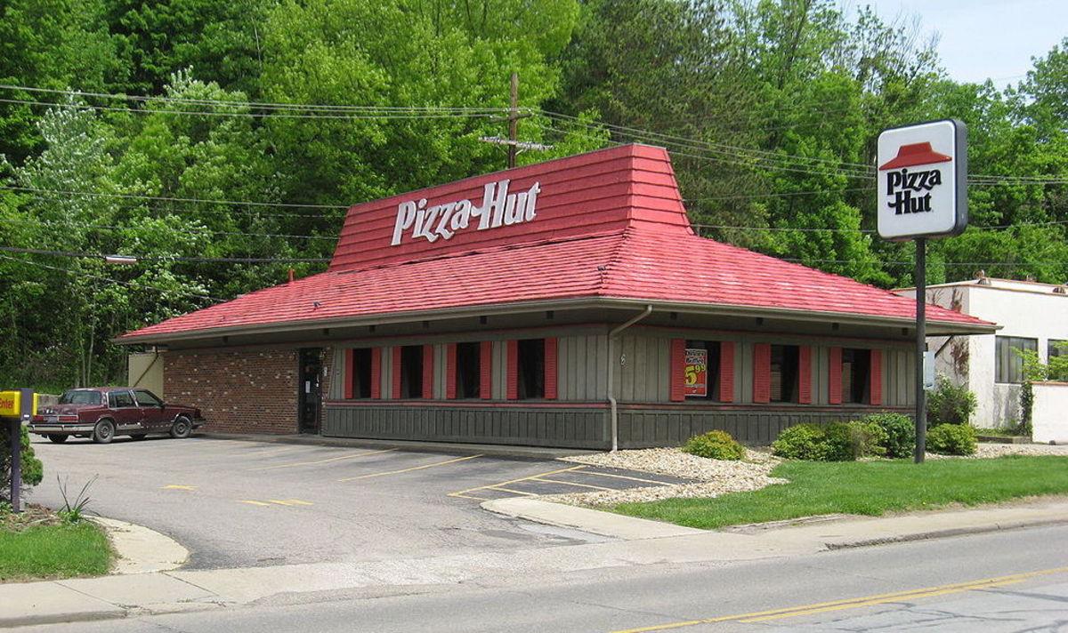 An example of a classic Pizza Hut restaurant.